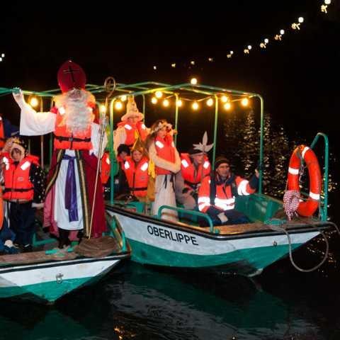 St. Nikolaus kommt mit dem Schiff