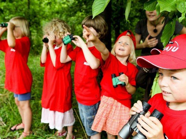 Kinder entdecken den Frühling, Naturforscher unterwegs