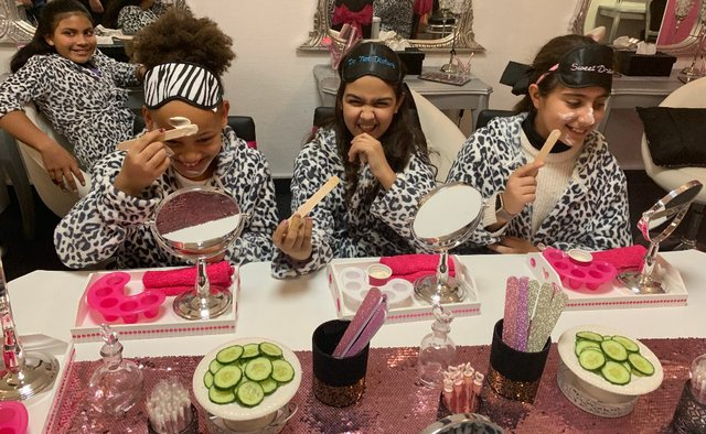Cool-for-Kids Glam Swan Spa