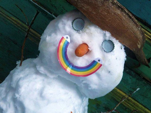 Regenbogen_SchneeMannFrau quer.JPG